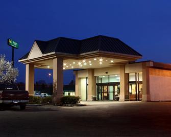 Quality Inn & Conference Center - Springfield - Rakennus