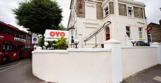 OYO London Guest House - London - Building
