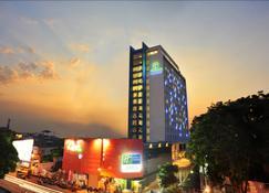 Holiday Inn Express Surabaya CenterPoint - Surabaya - Building