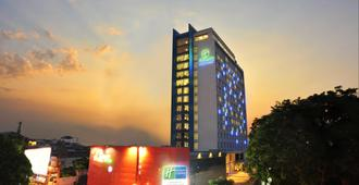 Holiday Inn Express Surabaya CenterPoint - Surabaya - Building