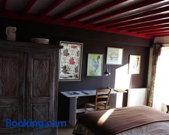 Au Jardin Des Violettes - Moulins-la-Marche - Bedroom