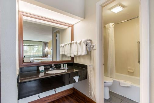 Quality Inn - Boca Raton - Bathroom