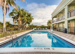 Quality Inn Boca Raton University Area - Boca Raton - Pool