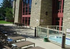 DoubleTree Fallsview Resort & Spa by Hilton - Niagara Falls - Niagara Falls - Pool