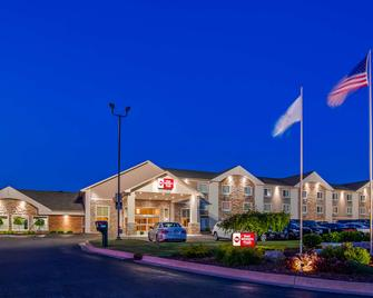Best Western Plus Flint Airport Inn & Suites - Флінт - Building