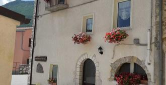 L'angolo fiorito - Isernia - Building