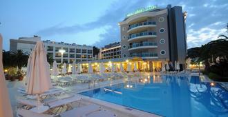 Pasa Beach Hotel - מרמריס - בריכה