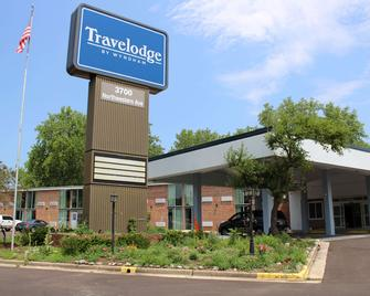 Travelodge by Wyndham Water's Edge Hotel - Racine - Racine - Building