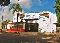 Hotel Hospedajes Del Rey - Colima - Building