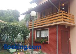 Guesthouse Irac - Tuzla - Edificio