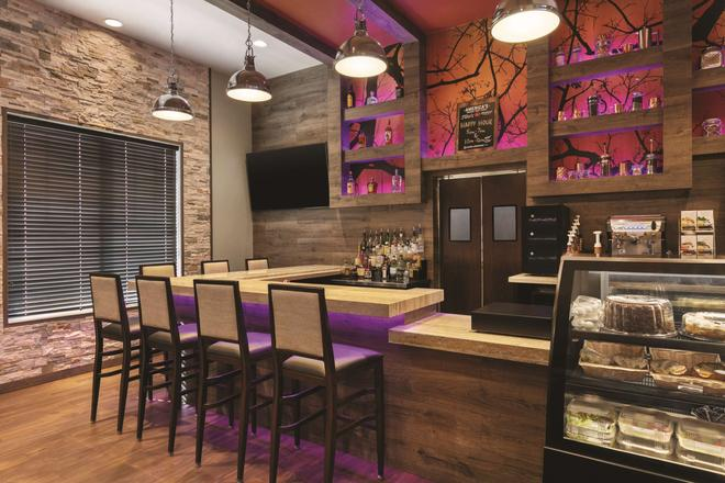 Country Inn & Suites by Radisson Newark Airport,NJ - Elizabeth - Bar