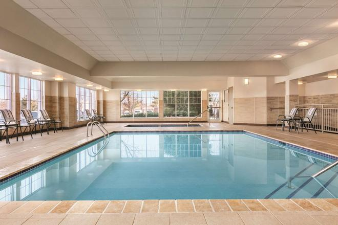Country Inn & Suites by Radisson Newark Airport,NJ - Elizabeth - Pool