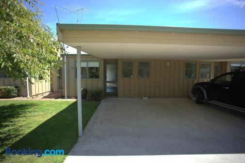 Catlins Area Motel - Owaka - Building