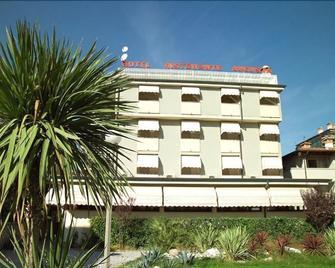 Hotel Villa Augusta - Grado - Building