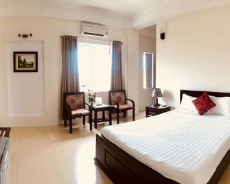 Nam Long Plus Hotel - Dong Hoi - Bedroom