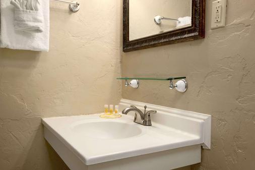 Days Inn by Wyndham, Montrose - Montrose - Bathroom