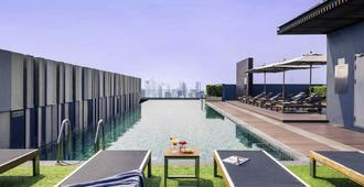 曼谷暹羅美居酒店 - 曼谷 - 游泳池