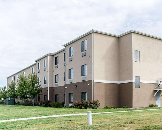 Comfort Inn & Suites Lawrence - University Area - Лоуренс - Здание