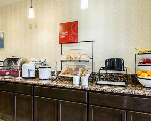 Comfort Inn & Suites Lawrence - University Area - Lawrence - Buffet