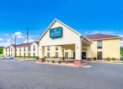 Quality Inn and Suites - Canton - Building