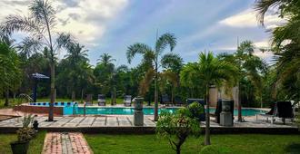 Tishan Holiday Resort - Polonnaruwa - Piscina