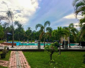 Tishan Holiday Resort - Polonnaruwa - Pool