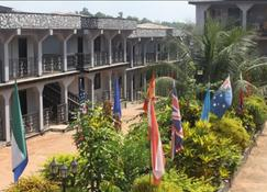 Dohas Hotel And Restaurant - Bo - Outdoors view