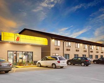 Super 8 by Wyndham Macomb - Macomb - Edificio