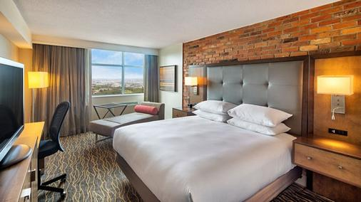 DoubleTree by Hilton Toronto Airport - Toronto - Bedroom