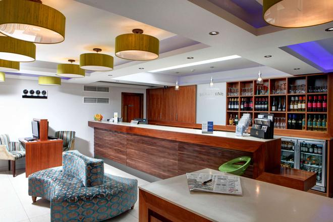 Seraphine Hammersmith Hotel, Sure Hotel Collection - London - Front desk
