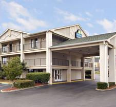 Days Inn & Suites by Wyndham Mobile