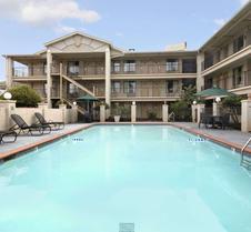 Days Inn & Suites by Wyndham Mobile