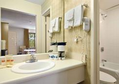 Days Inn & Suites by Wyndham Mobile - Mobile - Bathroom