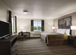 Super 8 by Wyndham Portland Airport - Portland - Bedroom