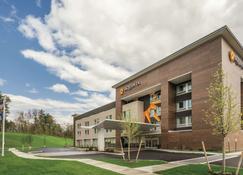 La Quinta Inn & Suites by Wyndham Clifton Park - Clifton Park - Building