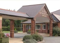 Moreton Park Lodge - Wrexham - Building