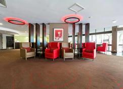 โรงแรมแกรนด์ แชนเซลเลอร์ ทาวน์สวิลล์ - ทาวน์สวิลล์ - ล็อบบี้