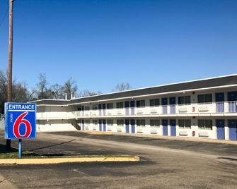 Motel 6 Lufkin - Lufkin - Gebouw