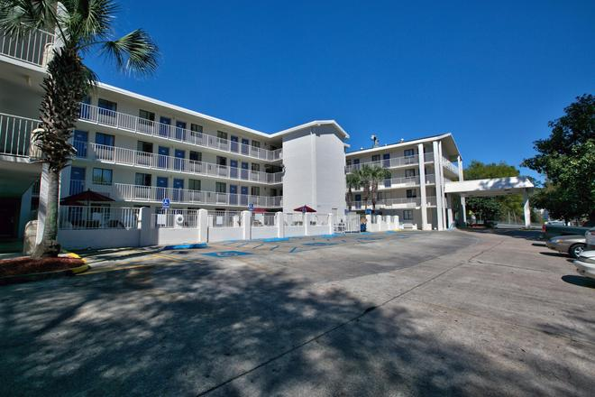 Motel 6 Tallahassee - Tallahassee - Κτίριο
