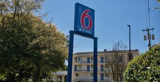 Motel 6 Tallahassee West - Tallahassee - Gebäude