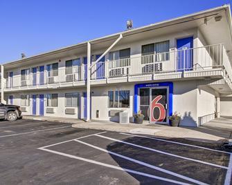 Motel 6 Green Bay - Γκριν Μπέι - Κτίριο