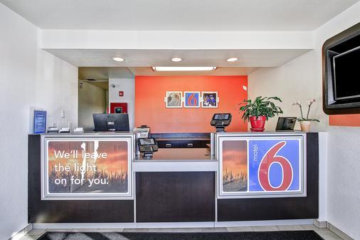 Motel 6 Green Bay - Vịnh Xanh (Green Bay) - Lễ tân