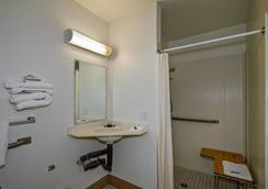 Motel 6 Green Bay - Vịnh Xanh (Green Bay) - Phòng tắm