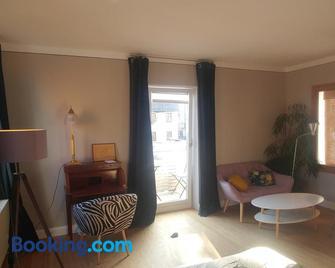 Apartment Leopold mit Balkon - Кобург - Living room