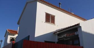 Surfing Inn Peniche - Hostel - Peniche - Building