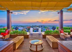 The Trans Resort Bali - דנפסאר - מרפסת