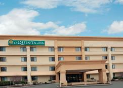 La Quinta Inn & Suites by Wyndham Mansfield OH - Mansfield - Building
