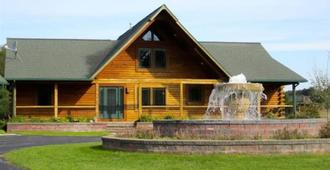 A Breath of Heaven Bed and Breakfast - Traverse City - Building