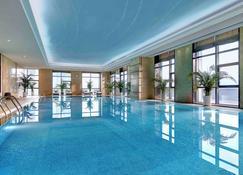 潍坊富力铂尔曼酒店 - 濰坊 - 游泳池