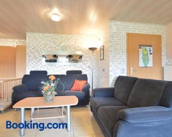 Modern Holiday Home in Grufflingen with Sauna and Jacuzzi - Burg-Reuland - Wohnzimmer